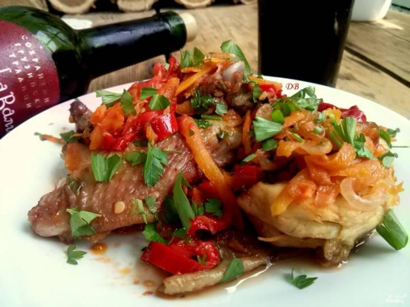 Подавайте его горячим с любым гарниром и свежими овощами. Приятного аппетита!