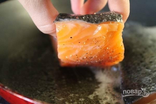 4. Разогрейте оливковое масло на сковороде и выложите филе.