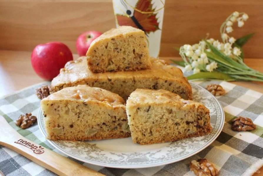 Яблочный пирог Британской Колумбии готов. Подавайте к чаю, кофе, компоту.