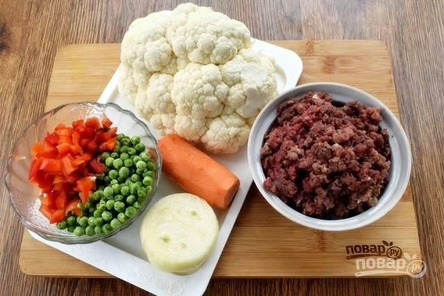Подготовьте необходимые продукты. Овощи вымойте и очистите.