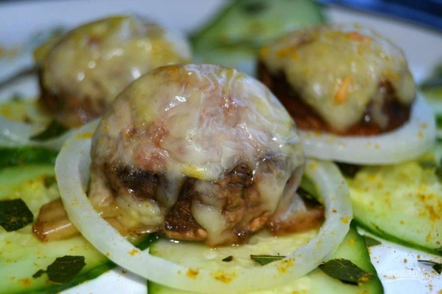 7.Запекайте грибы в разогретой до 180 градусов духовке около 20 минут. Подавайте грибы сразу после запекания. Приятного аппетита!