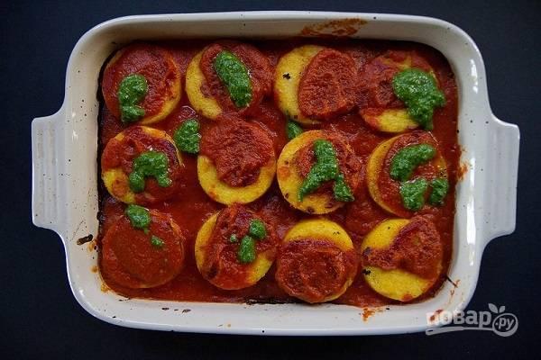 6. Перед подачей дополните соусом песто.  Приятного аппетита!