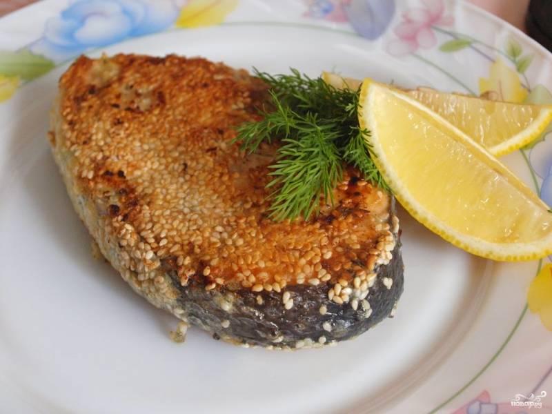 Жаренная в кунжуте рыба