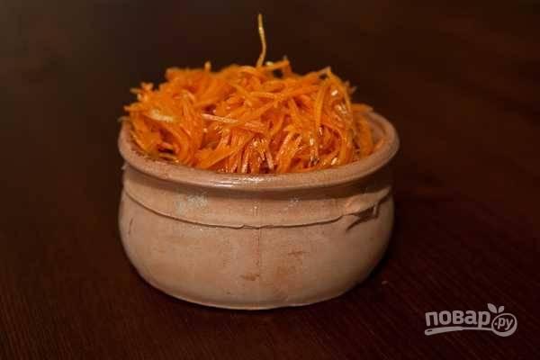 10.Переложите морковь и подавайте сразу к столу или отправьте в контейнер с герметичной крышкой.