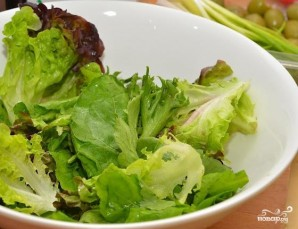 Салат с кукурузой, сыром, помидорами - фото шаг 7