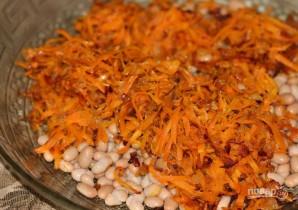 Салат с фасолью, яйцами и сухариками - фото шаг 5