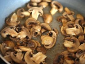 Паста с шампиньонами в сливочном соусе - фото шаг 2