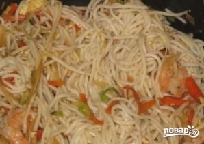 Китайская лапша с креветками - фото шаг 8
