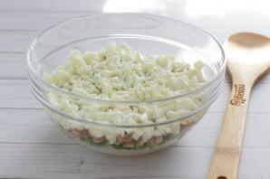 Слоеный салат с печенью трески - фото шаг 5
