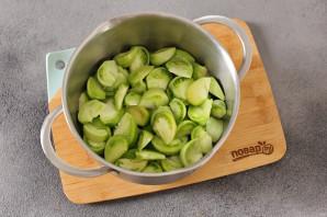 Салат из зеленых помидоров без стерилизации на зиму - фото шаг 2