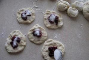Пирожки с вишней на кефире - фото шаг 9