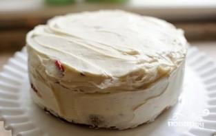 Бисквитный торт со сметанным кремом и клубникой - фото шаг 5