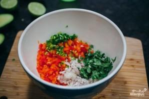 Салат из кальмаров и авокадо - фото шаг 3