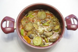 Баклажаны с кабачками в томатном соусе - фото шаг 6