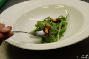 Салат с жареными лисичками - фото шаг 4