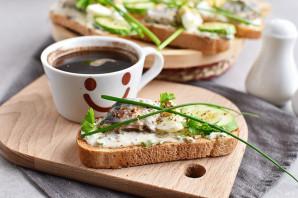 Бутерброды с сардиной - фото шаг 8