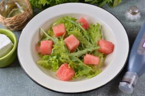 Салат из арбуза с фетой и рукколой - фото шаг 4