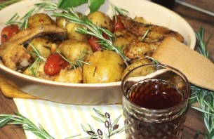 Курица с картошкой на сковороде - фото шаг 8