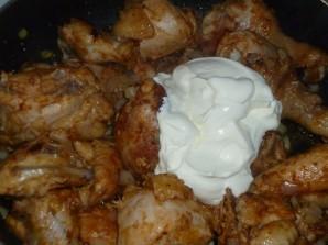 Курица в сметане на сковороде - фото шаг 7