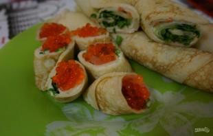 Блинные роллы со сливочным сыром и красной рыбой - фото шаг 7