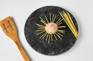 Осьминожки из фарша и спагетти - фото шаг 5