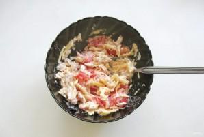Салат с индейкой, помидором и сыром - фото шаг 6