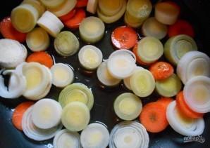 Мидии, тушенные с овощами - фото шаг 3