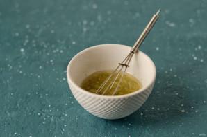 Салат из цукини, шампиньонов и зеленого горошка - фото шаг 3