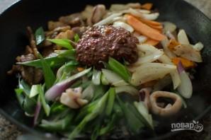 Кальмары по-корейски с овощами - фото шаг 6