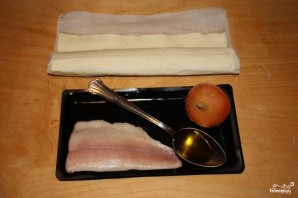 Пирожки с рыбой из слоеного теста - фото шаг 1
