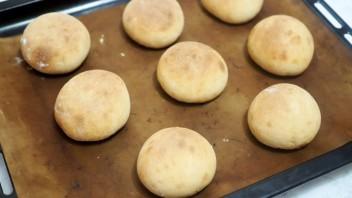 Заварные дрожжевые булочки - фото шаг 10