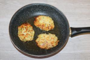 Драники с ветчиной, сыром и зеленью - фото шаг 7