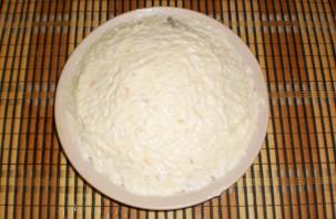 Слоеный салат со шпротами и сыром - фото шаг 9