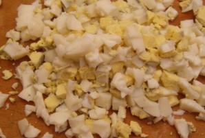 Салат из кукурузы и крабовых палочек по-домашнему - фото шаг 4