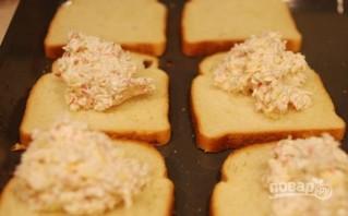 Крабовое мясо на тостах - фото шаг 2