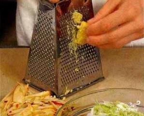 Капустный салат с яблоками - фото шаг 1