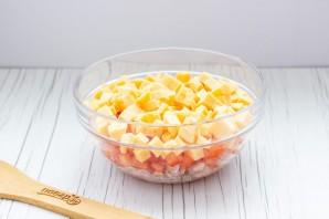 Салат с копченой курицей и помидорами - фото шаг 4
