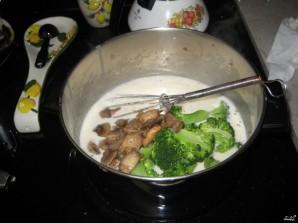 Брокколи с грибами в сливочном соусе - фото шаг 9