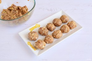 Тефтели в грибном соусе под сыром - фото шаг 2