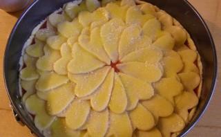 Клубничный пирог из песочного теста - фото шаг 7