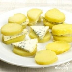 Картофель и сыр с плесенью - фото шаг 2
