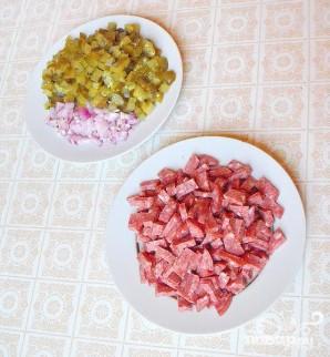 Салат с колбасой - фото шаг 2