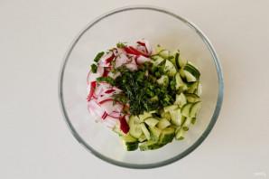 Салат с кукурузой, грибами и огурцами - фото шаг 3