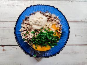 Куриные оладьи с грибами - фото шаг 5