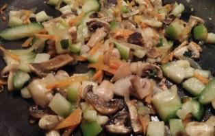 Овощи с грибами без масла - фото шаг 7