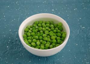 Салат с перцем и зеленым горошком - фото шаг 2