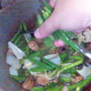 Спаржа с тофу в устричном соусе - фото шаг 11