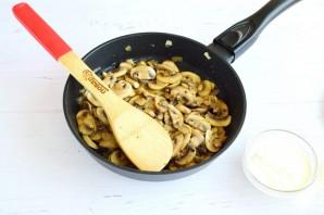 Тефтели в грибном соусе под сыром - фото шаг 6
