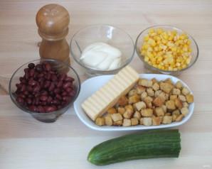 Салат с кириешками и огурцами - фото шаг 1