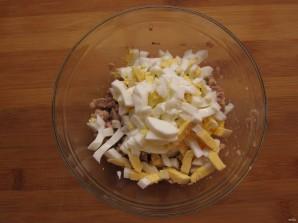 Простой салатик с печенью трески - фото шаг 3